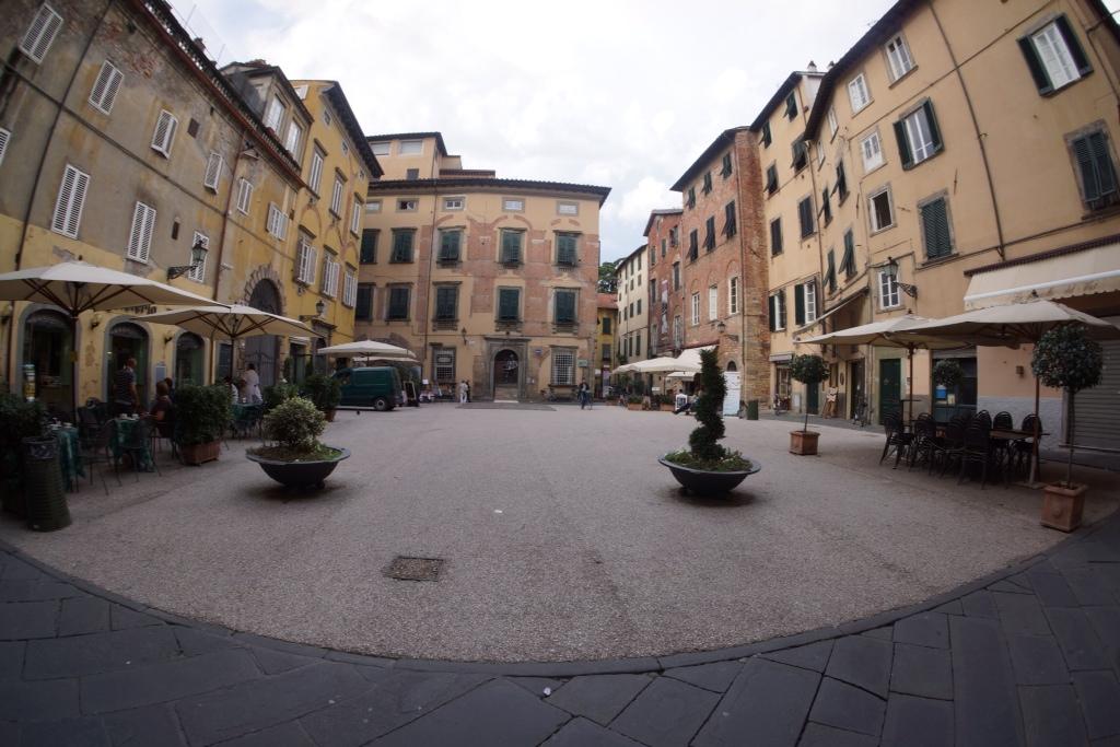 Pisa and lucca october 8 2013 larry vicki lanie travels for La strada motors houston tx
